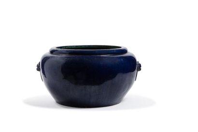 Chine, période Ming, fin XVIe siècle  重要明代霁蓝釉狮头双耳缸...