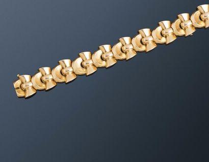 Bracelet années 40 en or jaune 18k (750 millièmes),...