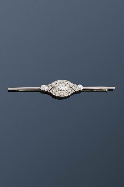 Broche Art Déco ajourée en or gris 18k (750...
