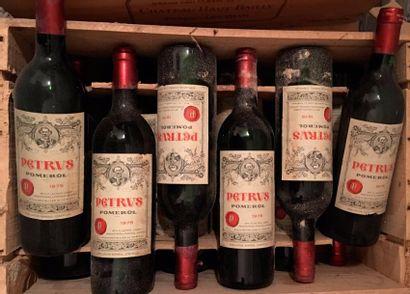 12 bouteilles PETRUS, Pomerol 1975 (elt,...
