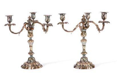 Paire de candélabres en métal argenté à trois...
