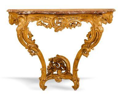 Console d'applique en bois sculpté et doré,...