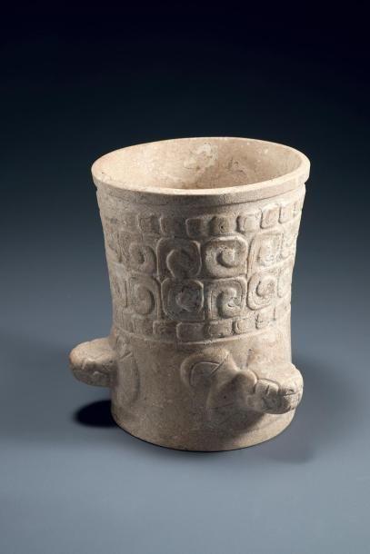 Vase aux trois serpents  Vase cérémoniel...