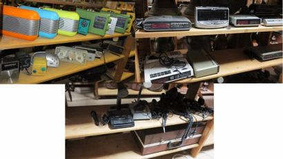 Mobilier - Luminaires - Cadres Lot de radios diverses et micros