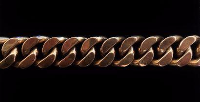 Bracelet à larges maillons gourmette en or...