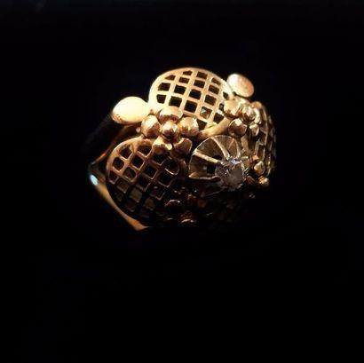 Bague dôme en or jaune 18 K (750 °/°°), à...