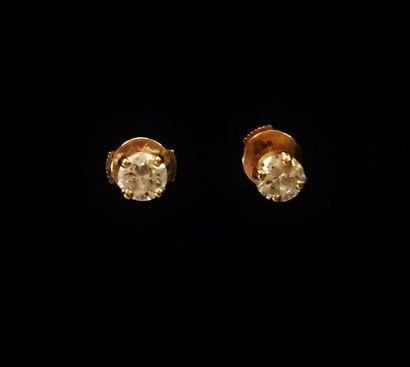 Paire de clous d'oreilles en or jaune 18...