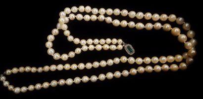 Collier de perles à deux rangs, le fermoir...