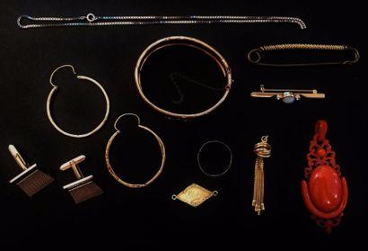 Lot de bijoux divers en or jaune, gris ou...