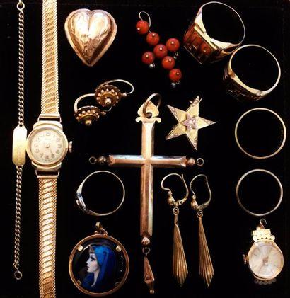 Fort lot de bijoux en or jaune et rose 18 K (750°/°°) comprenant notamment :  deux...