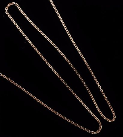 Chaîne en or jaune 18 K (750 °/°°) à maille forçat  Poids : 12,7 gr.  L : 60 cm...
