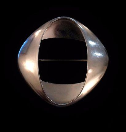 Georg Jensen (XX ème siècle)  Broche en argent (925 °/°°) de forme elliptique  Poids...