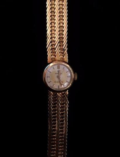 OMEGA  Une montre bracelet de dame Ladymatic en or jaune 18 K (750 °/°°)  Poids...