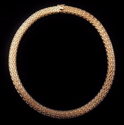 Un collier ras de cou en or jaune 18 K (750...