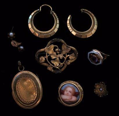Lot de petits bijoux anciens, certaines montures...