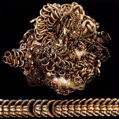 Lot de chaînes diverses, bracelets et colliers...