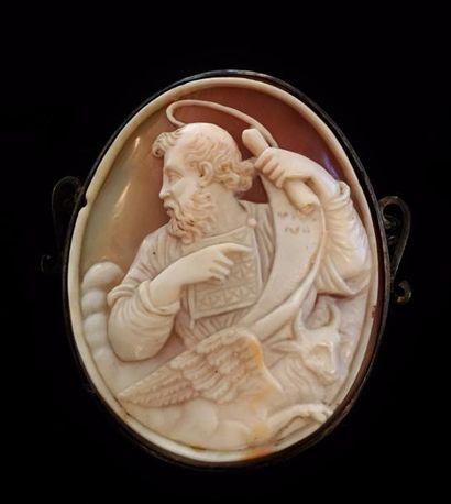 Camée ovale représentant un personnage mythologique...