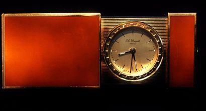 DUPONT  Petit réveil de voyage en métal doré...