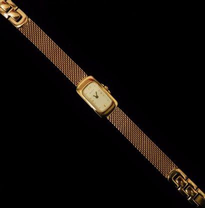 MATY  Montre bracelet, le cadran de forme...