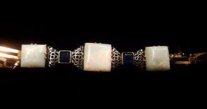 Bracelet en métal doré et argenté orné de...
