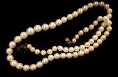Collier de perles fantaisie, un fermoir en...