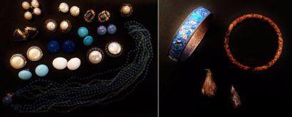 Lot de bijoux fantaisie comprenant :  - un...