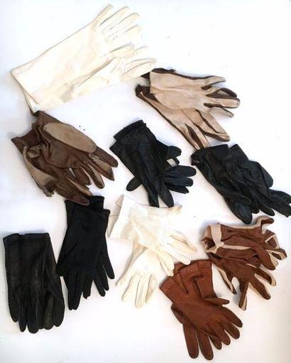Lot de sept paires de gants en cuir et trois...