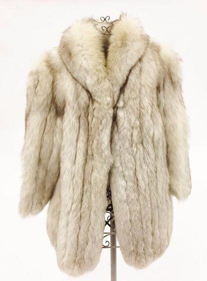 Veste en renard blanc  Taille : 38 envir...