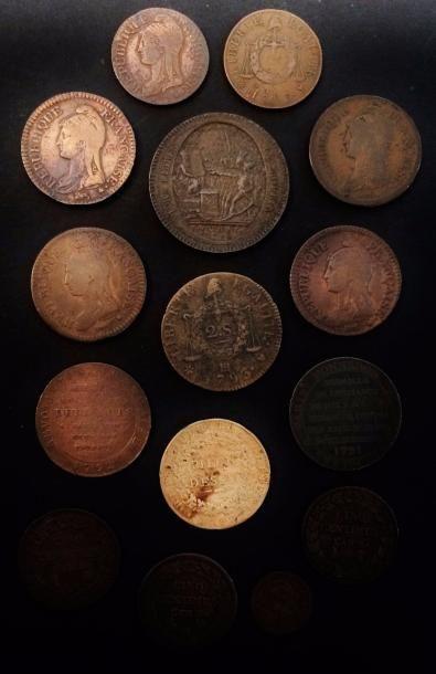 FRANCE. REVOLUTION de 1789  Lot de 15 pièces de cuivre ou bronze dont sol aux balances...