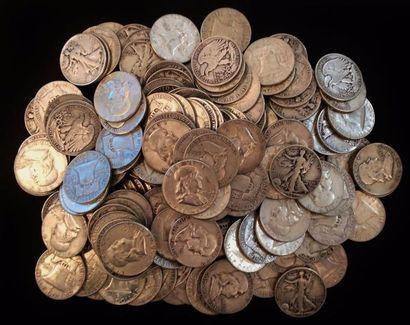 Un ensemble d'environ 385 pièces de demi...