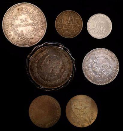 Lot de pièces en argent et divers :  - 50...