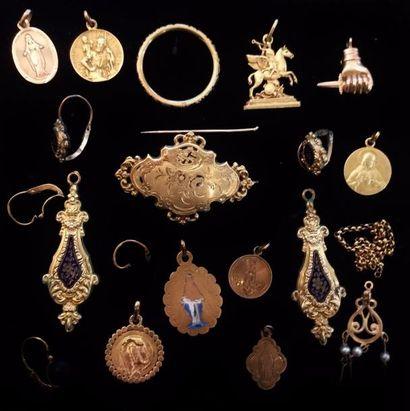 Lot de petits bijoux principalement bijoux...