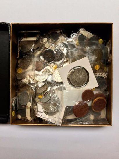 MONNAIES du MONDE. Environ 1100 monnaies pour l'Allemagne, la Belgique, l'Italie,...