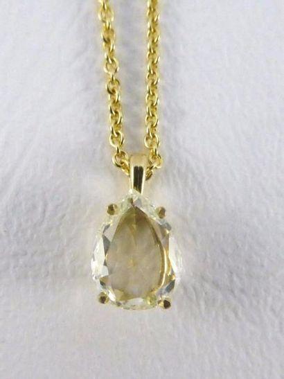 Pendentif serti d'un diamant de forme poire...