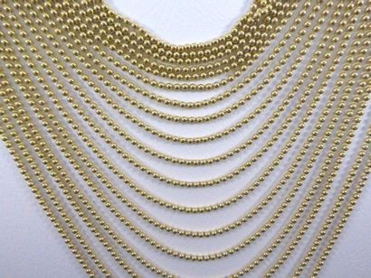 """Très beau collier CARTIER, modèle """"Draperie"""" en or 18k (750 millièmes) composé de..."""