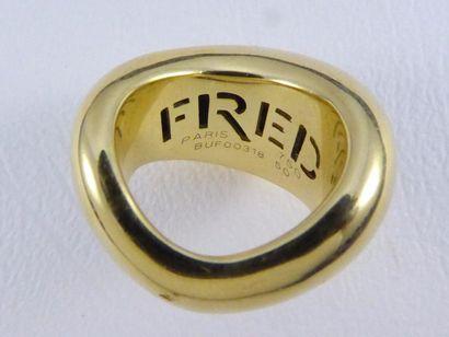 """Bague FRED modèle """"mouvementée XL"""" en or jaune 18k (750 millièmes) parsemée de brillants..."""