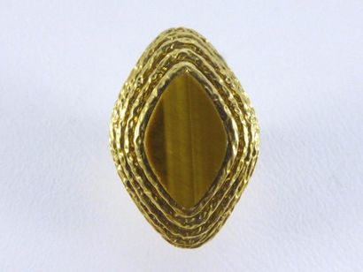 Bague VAN CLEEF & ARPELS de forme losange en or jaune 18k (750 millièmes) sertie...