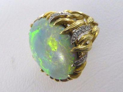 Bague MEISTER deux ton d'or 18k (750 millièmes) sertie d'une opale noire et de petits...