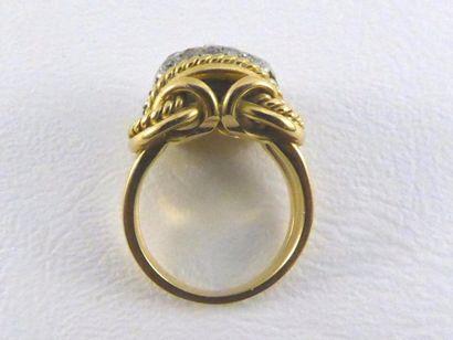 Bague or jaune 18k (750 millièmes) et platine (950 millièmes) à motif de cordes,...