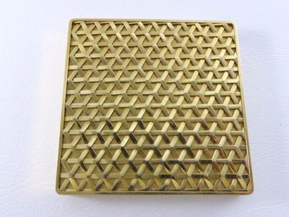 Elegant poudrier en or jaune 18k (750 millièmes)...