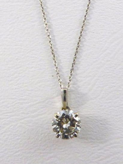 Diamant taille brillant de 2,20 carats environ,...
