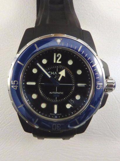 """Montre CHANEL modèle """"J-12 Marine"""" en caoutchouc et acier, lunette céramique bleue...."""