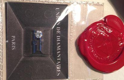 Diamant sur papier de taille brillant de 0.30 carat, de couleur F (blanc extra +),...