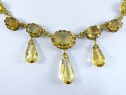 Collier fin XIXème en or jaune 18k (750 millièmes)...