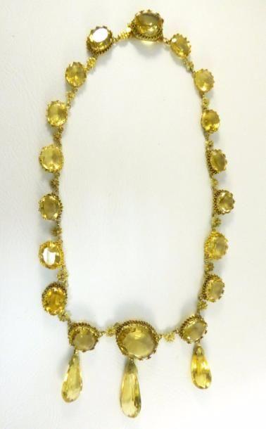 Collier fin XIXème en or jaune 18k (750 millièmes) serti de citrines aux motifs...