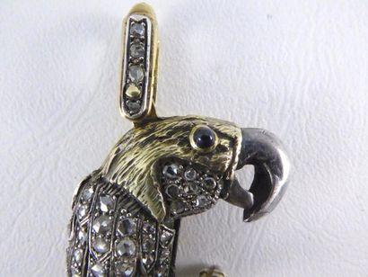 Important pendentif perroquet en or jaune 14k (585 millièmes) et argent (925 millièmes)...