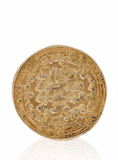 BOUYDES, Baha al Daulah (379-403H). Dinar d'or bas titre (4,33g), portant le nom...