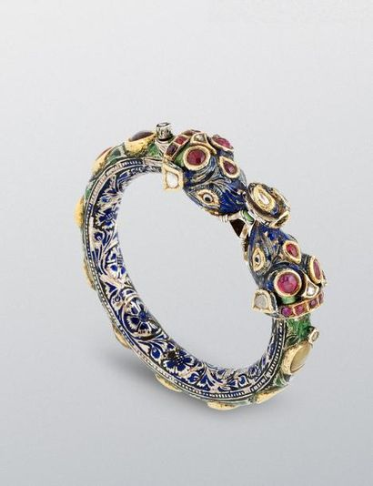 Bracelet indien à décor Navaratna  en argent...
