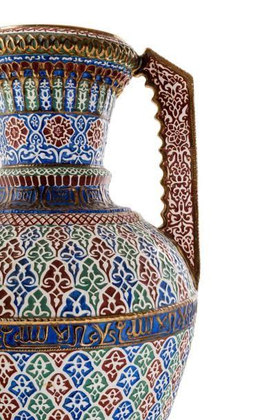 Important vase du type de l'Alhambra  en...