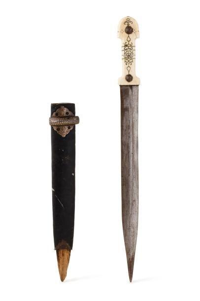Kinjal Dague du Caucase  à poignée en ivoire...